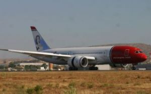 DREAMLINER LANDS IN ALICANTE